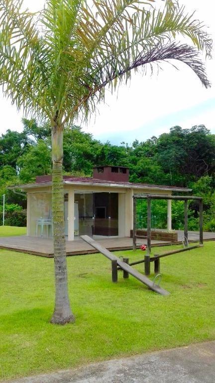 casa no condomínio moradas 2 com varanda, vaga na frente e cozinha planejada - ca1157