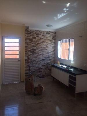 casa nova, 2 quartos, lado praia, rua calçada, lote amplo!