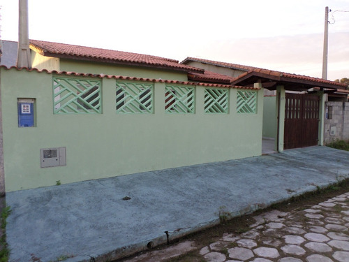 casa nova a 600 metros do mar, com escritura, 3 quartos.