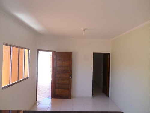 casa nova, aceita financiamento em itanhaém.