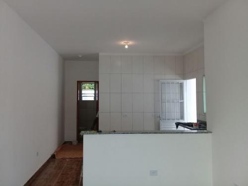 casa nova com 1 quarto, lado praia, financia!
