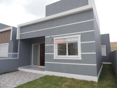 casa nova, com excelente localização, a 100 metros do mar.