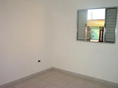 casa nova com otimo acabamento com 2 quartos em itanhaem.