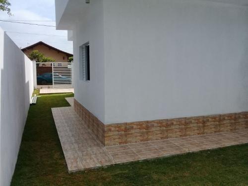 casa nova, lado praia, com escritura, 1 quarto, ótimo bairro