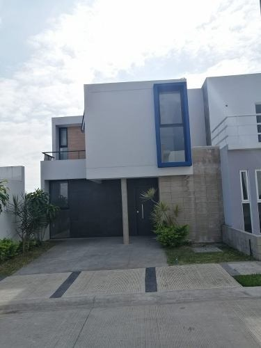 casa nueva 3 recamaras a 5 min del centro  $1'150,000.=