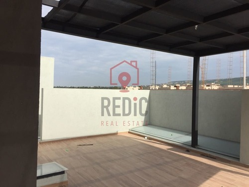 casa nueva con roof garden en condominio en el refugio