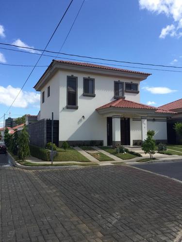 casa nueva en renta