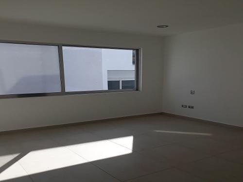 casa nueva en venta en cumbres del cimatario de lujo acabados de primera