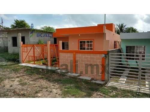 casa nueva una planta colonia las granjas tuxpan veracruz se encuentra ubicada en la calle prolongación ramón aguirre # 8, cuenta con 72 m² de construcción y 134.40 m² de terreno, sala, comedor, coci
