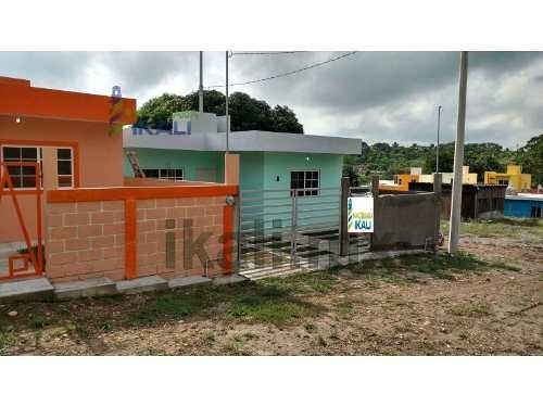 casa nueva venta colonia las granjas tuxpan veracruz se encuentra ubicada en la calle prolongación ramón aguirre # 10, cuenta con 72 m² de contruccion y 134.40 m² de terreno, sala, comedor, cocina, b
