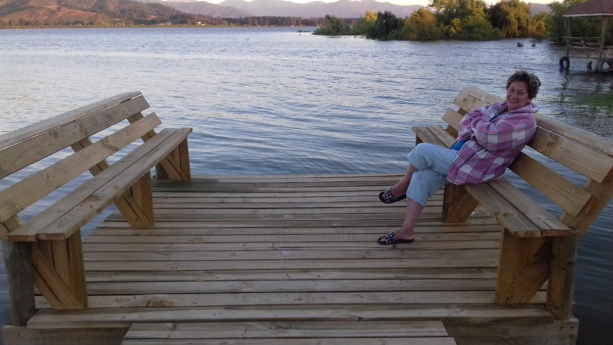 casa orilla de lago rapel.