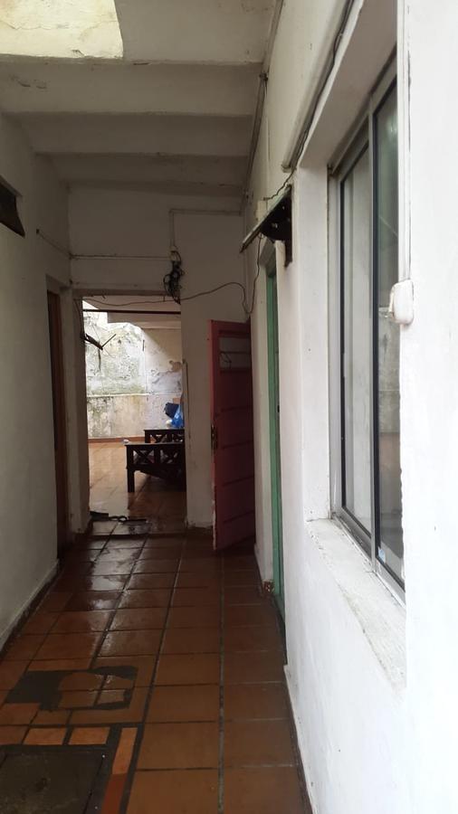 casa , padron unico, con varias habitaciones a refaccionar.