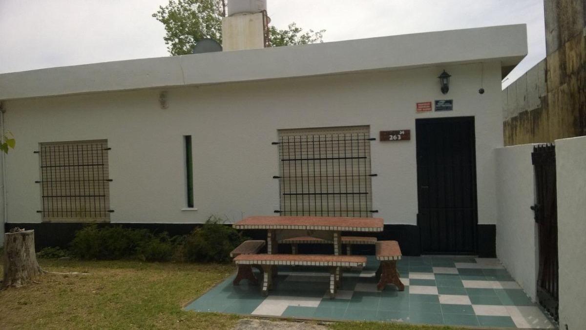 casa para 6 personas , excelente parque delantero y cochera