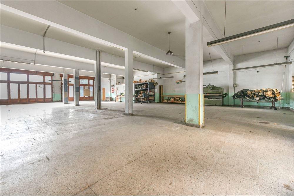 casa para dos flias con local 400 m2