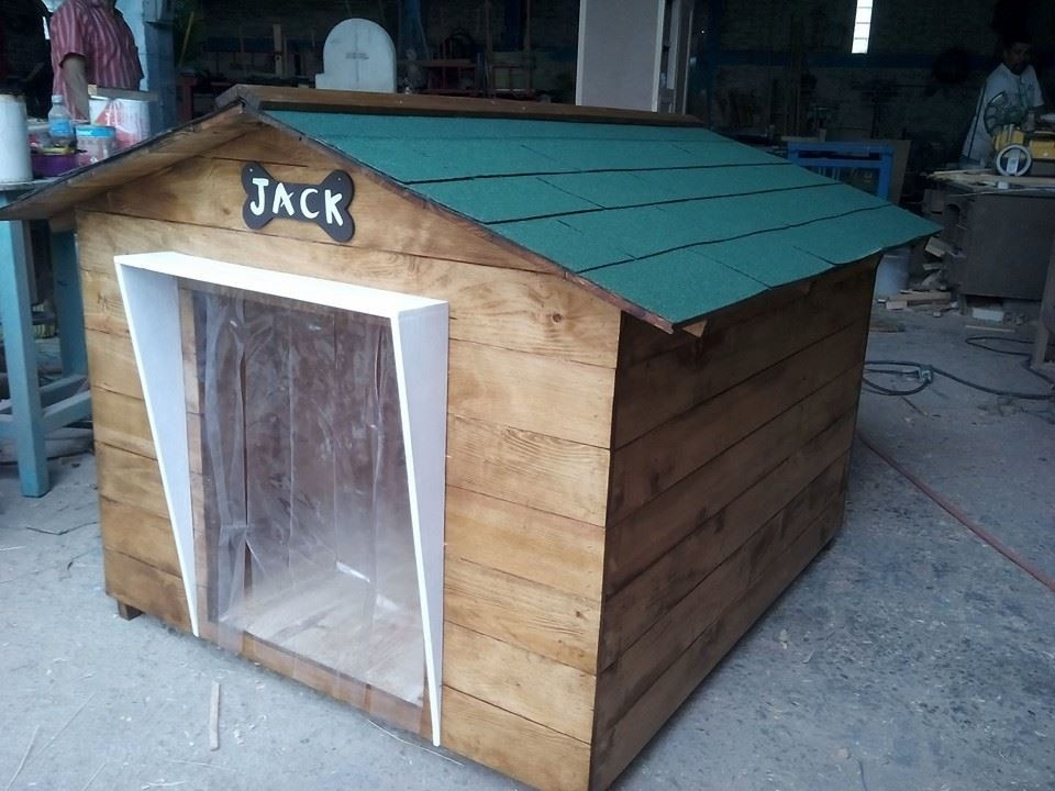 Casa para perro de madera tipo snoopy no 8 techo vs for Modelos de techos metalicos para casas