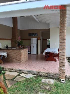 casa para venda em condomínio com piscina