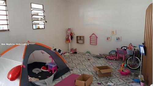 casa para venda em guapimirim, centro, 7 dormitórios, 2 suítes, 4 banheiros, 3 vagas - 104