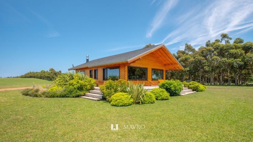 casa patagónica en laguna de los cisnes