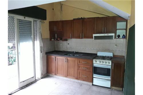 casa p/dos familias c/local y cochera