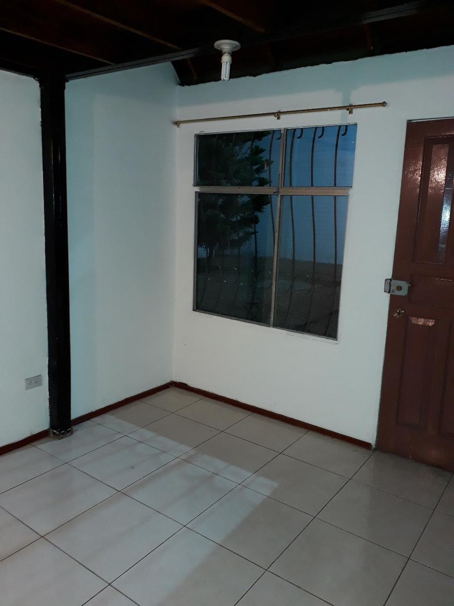casa pequeña varios ambientes, familia corta, 1 baño