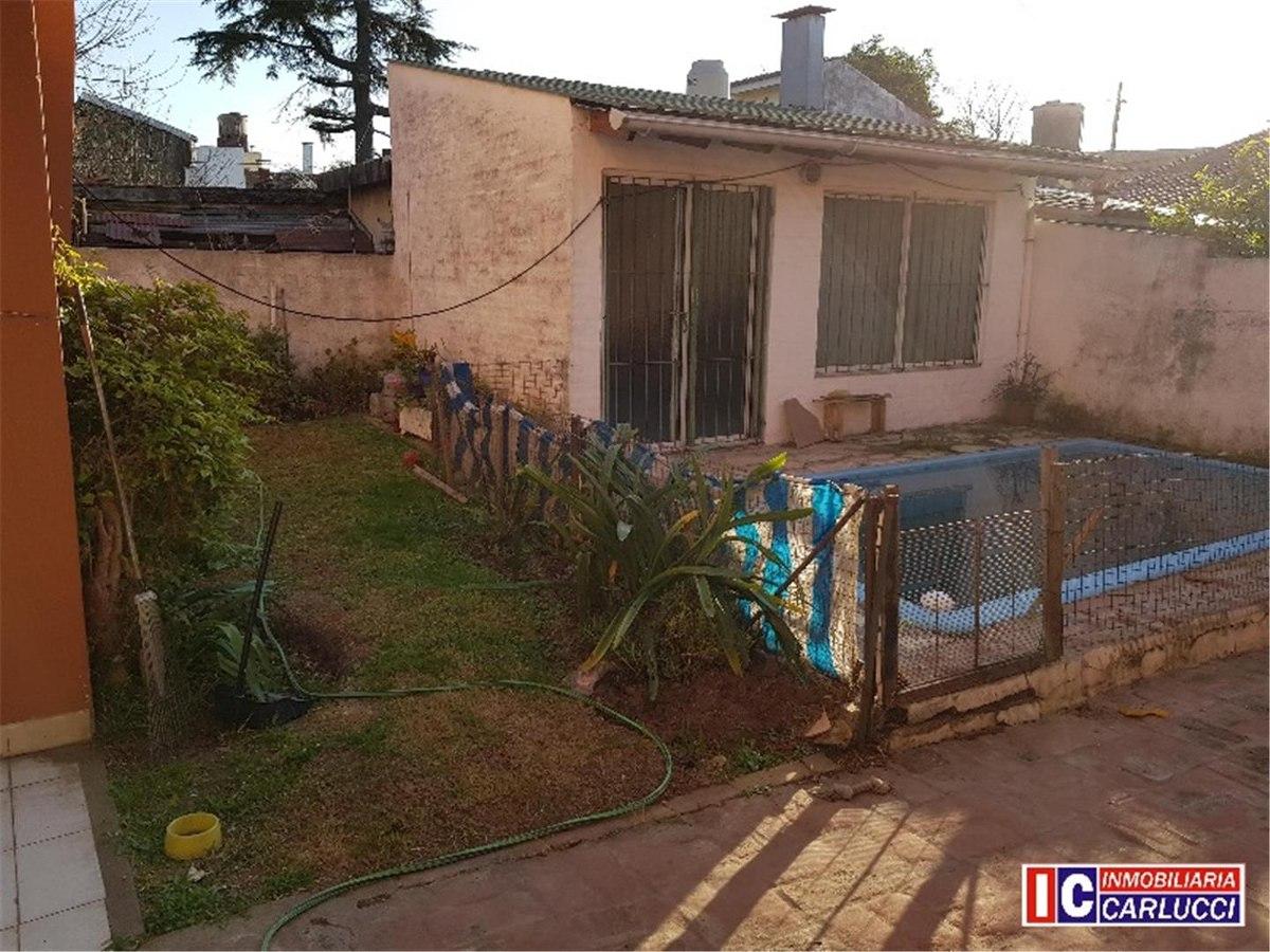 casa ph 4 ambientes con jardín en venta
