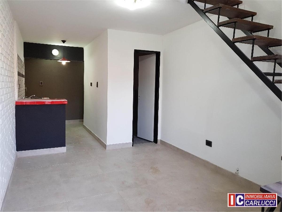 casa ph reciclada en venta en castelar nte.
