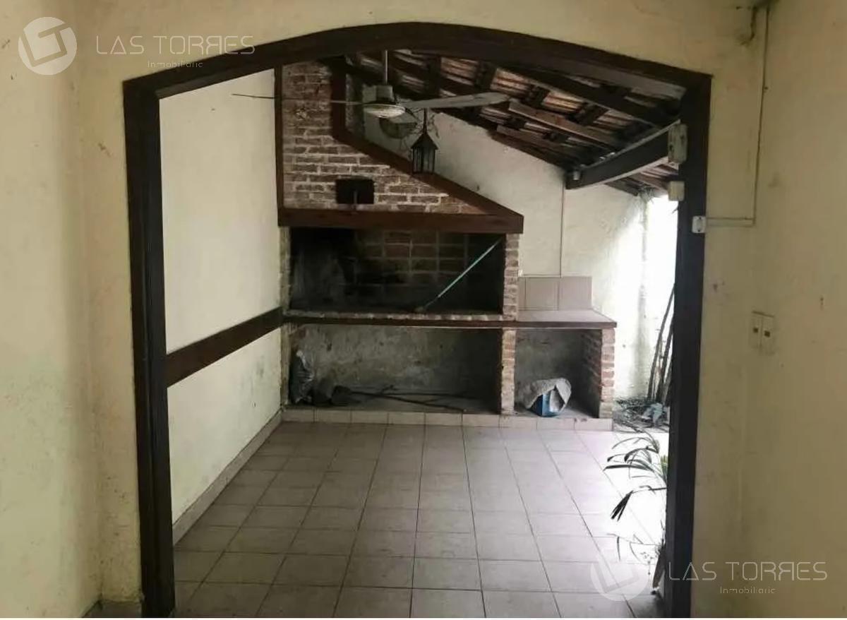 casa - pocitos  - amplia con garage y patio, prox parque rod, viv u oficina