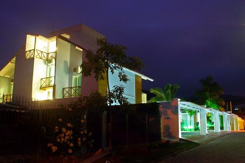 casa pousada em florianópolis com 11 suítes e piscina