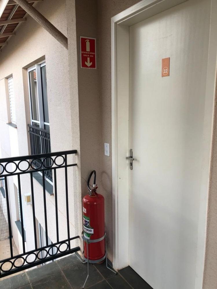 casa primeiro andar em condominio fechado, segurança 24h
