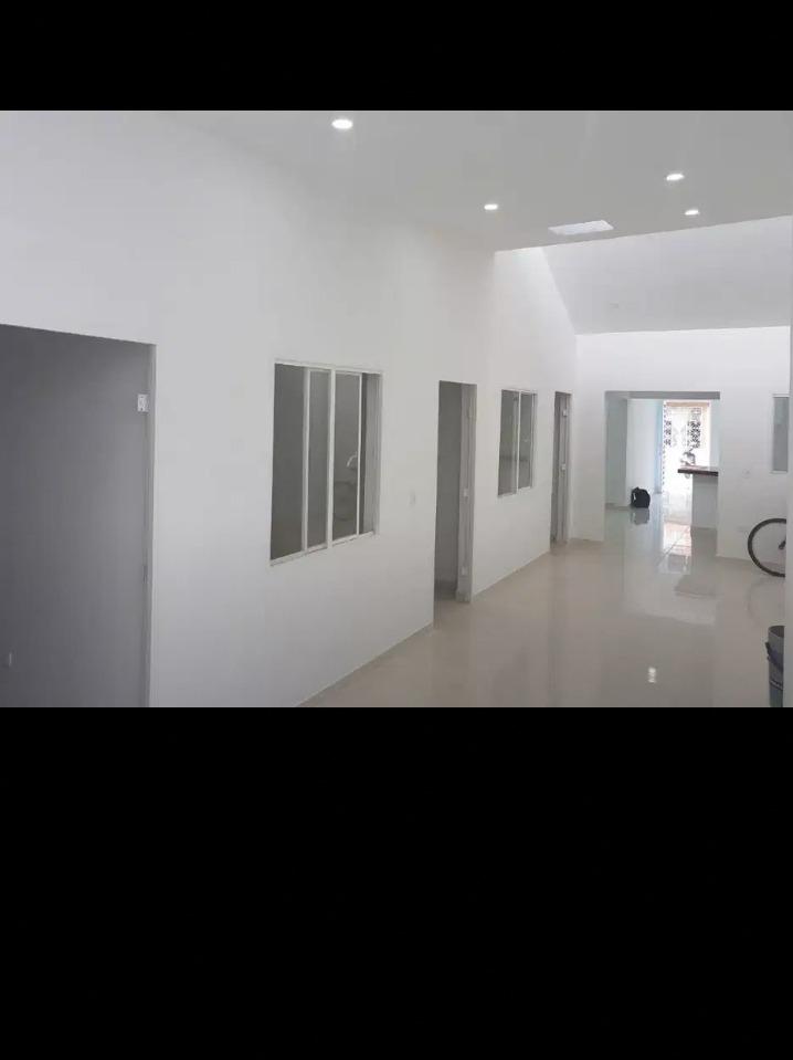 casa primer  piso, con garaje, tres avitaciones, dos baños,