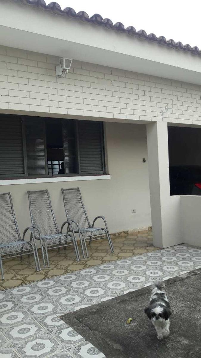 casa principal com 3 quartos, 2 edícula sendo kit net indivi