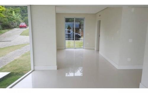 casa projetada para se apreciar a linda vista e paisagem de todos os ambientes!