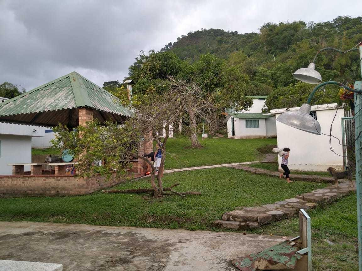 casa quinta con cabañas,piscina,jacuzzi,bbq,zona verde,arbol