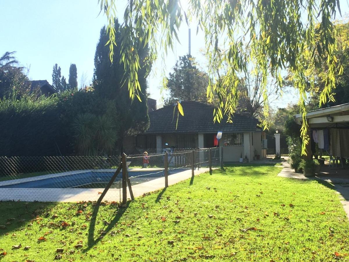 casa quinta con pileta en zona muy tranquila