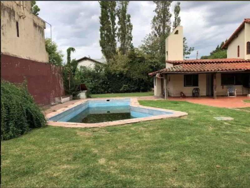 casa quinta de 1050mts totales con piscina 4 ambientes