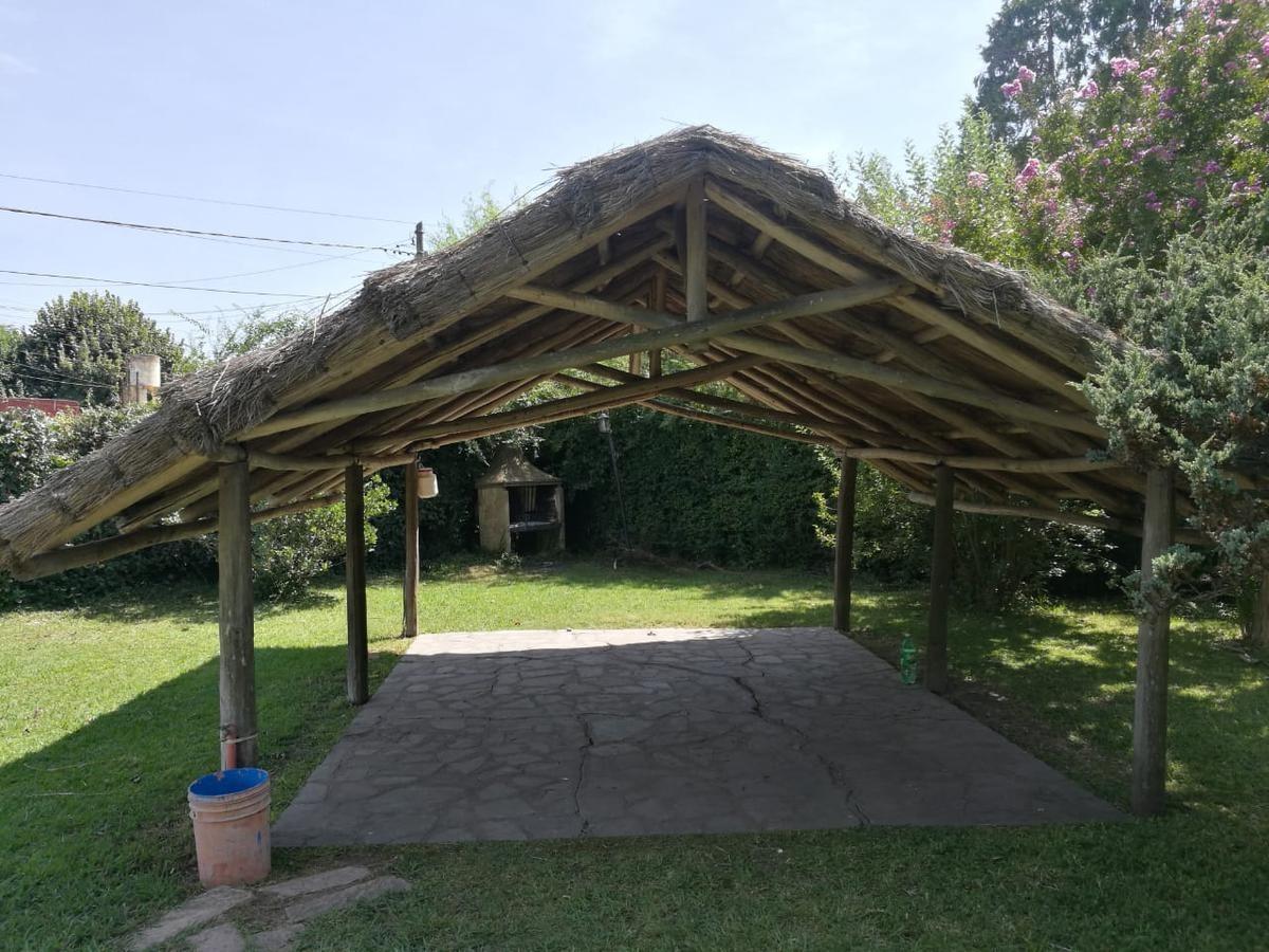 casa quinta de 3 ambientes con 1346 m2 de parque! - la reja - (ref.2263)