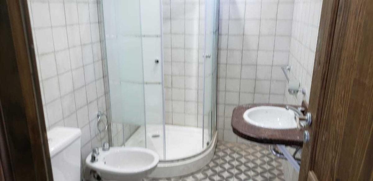 casa quinta de categoría, 7 ambientes y 5 baños, a estrenar