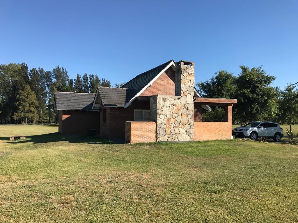 casa quinta en club de campo la federala. propiedad en lobos