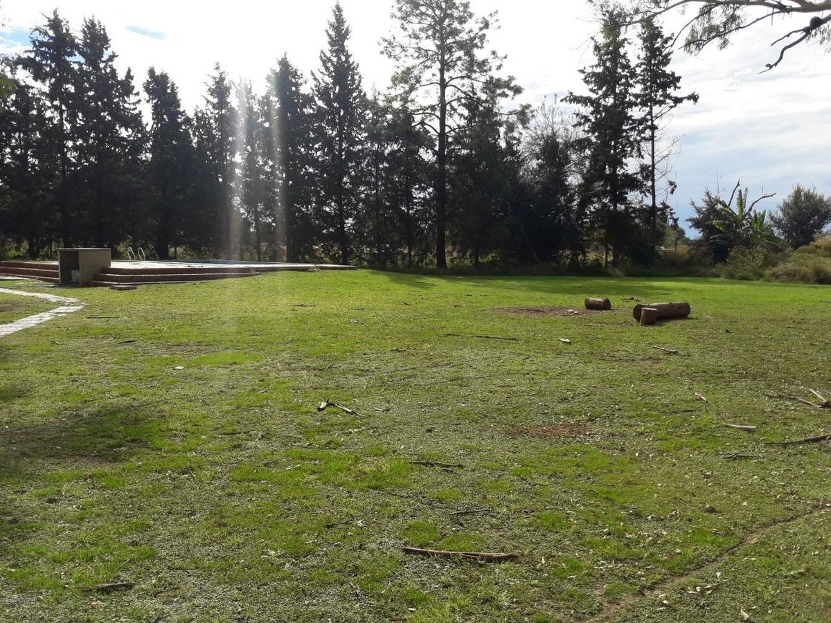 casa quinta en oliveros, terreno forestado y parquizado.