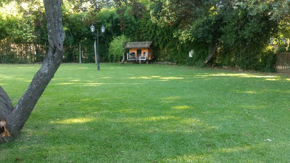 casa quinta: los tres soles con pileta y cancha de futbol