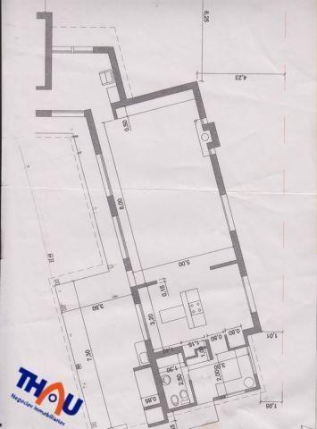 casa quinta sobre parque arbolado de 1200 m2 de un solo ambiente amplio con cocina incorporada, lavadero y baño, galería con asador, pileta completa de 10.5 x 4 mts.