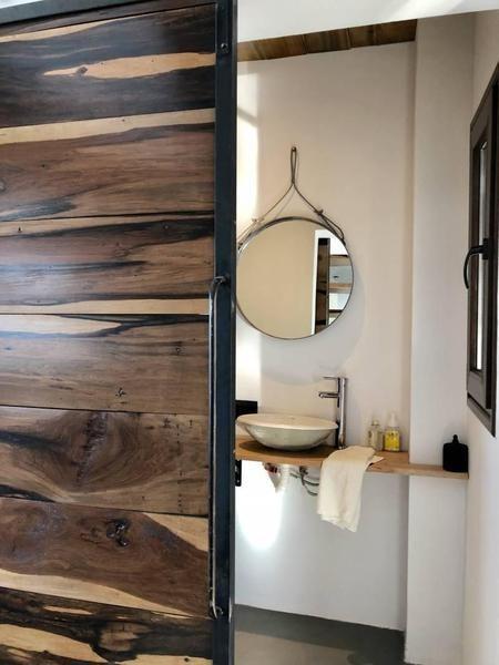 casa racionalista  luminosa con muy buen espejo de agua en venta en san rafael.