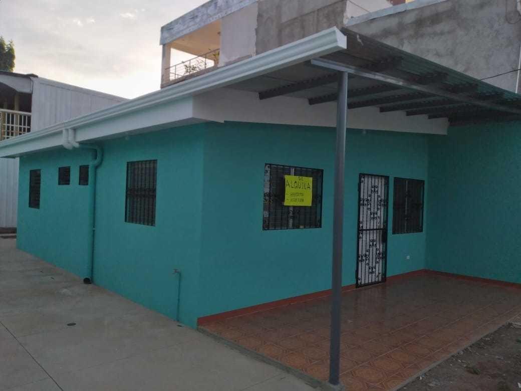 casa recién construida en residencial montecristi carretera