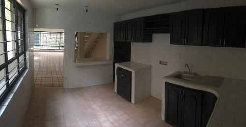 casa remodelada con espacios habitables muy amplios