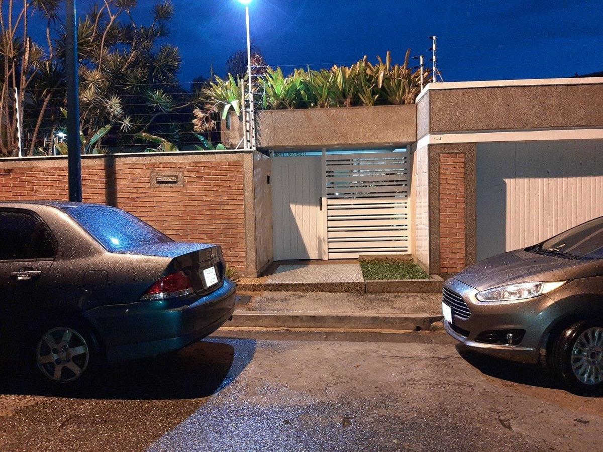 casa remodelada en calle cerrada con seguridad y bella vista