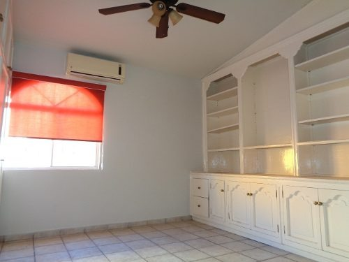 casa renta dos niveles área común con alberca 3 recamaras la principal
