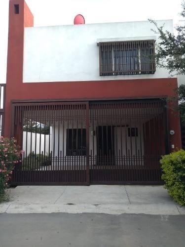 casa renta en cumbres san agustín.