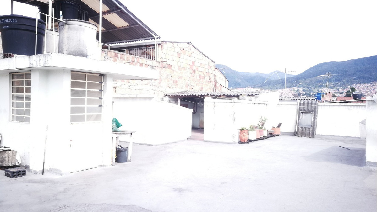 casa rentable - 3 apartamentos  - 3 locales