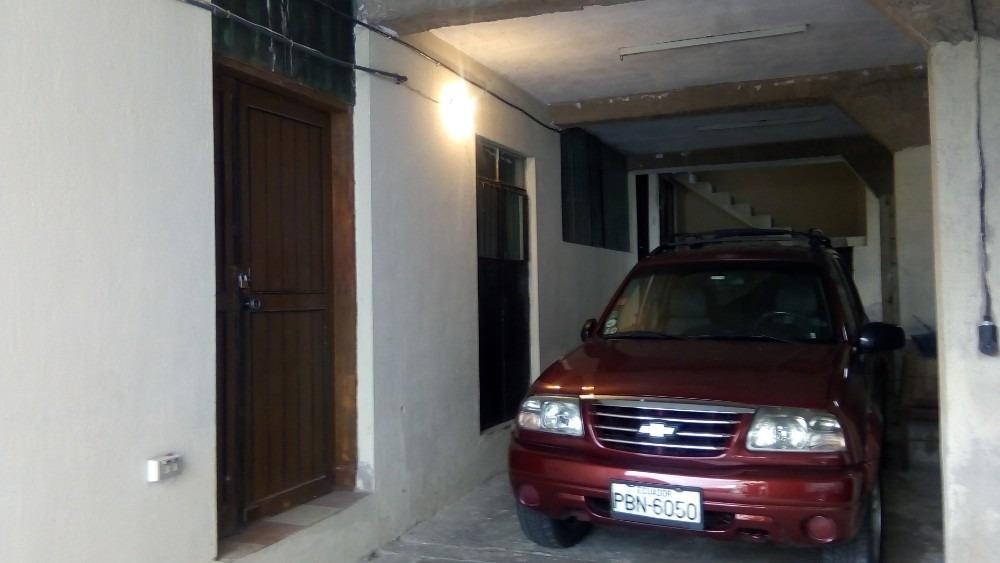 casa rentera con seis estacionamientos sector las casas