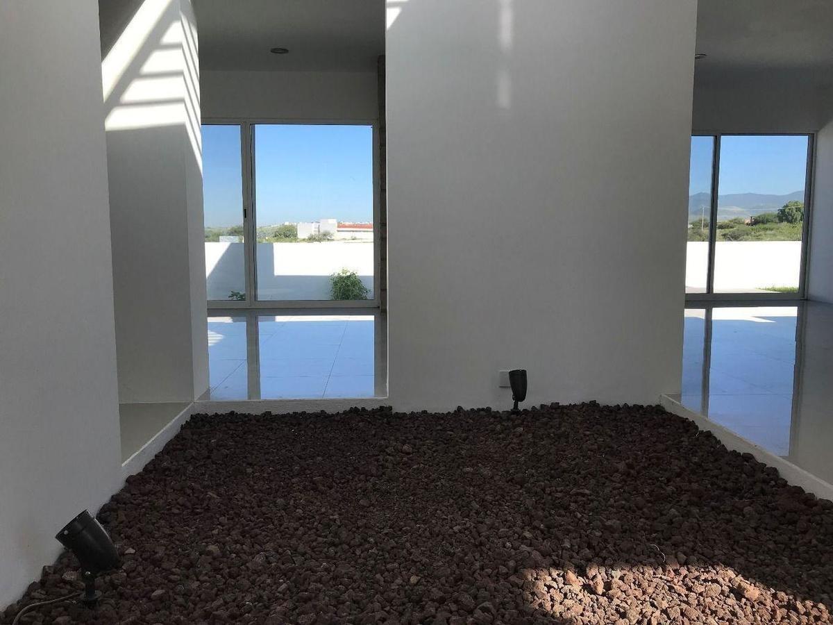 casa residencial en venta de espectacular estilo y con jardín m3